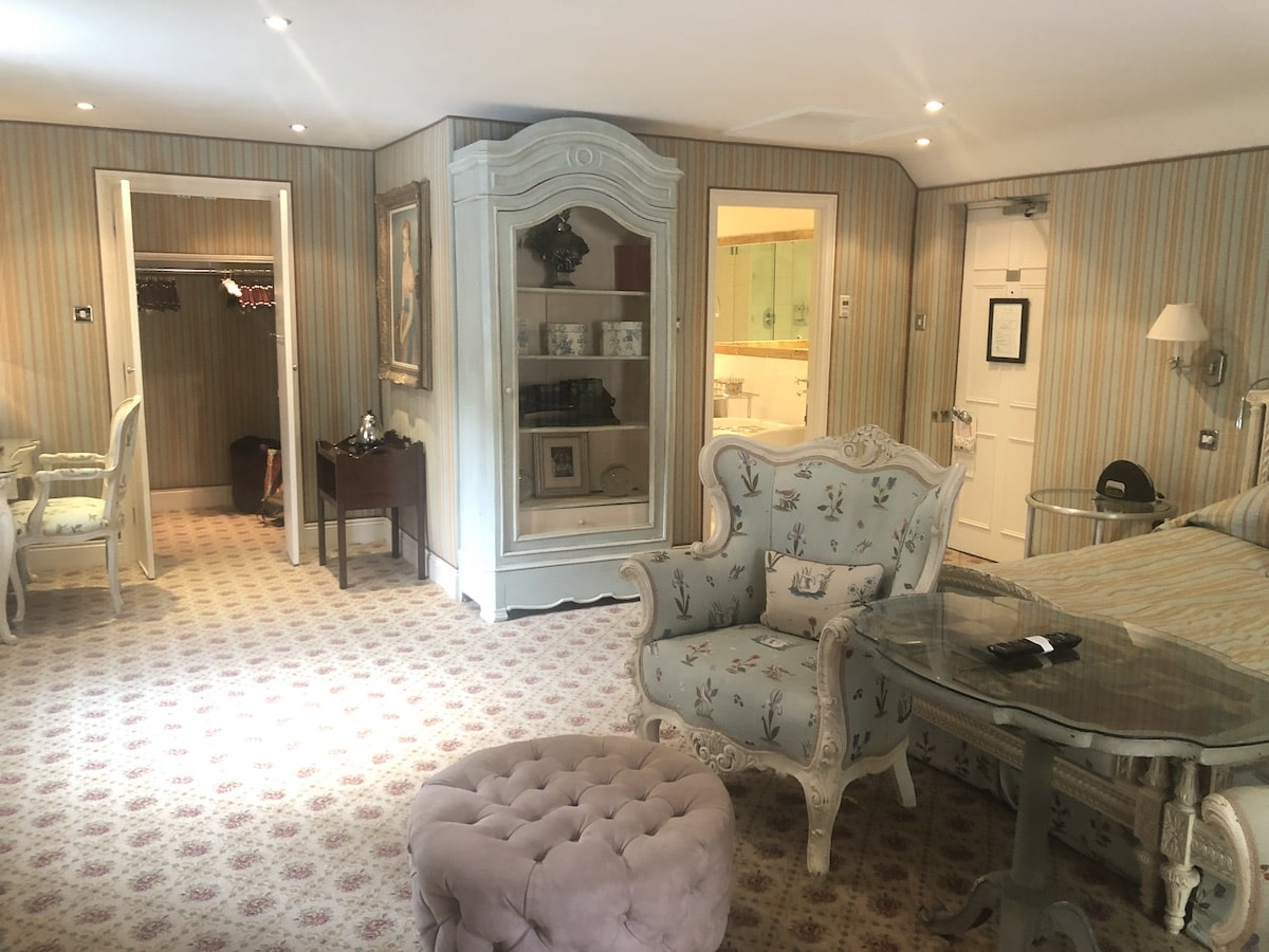 An overnight stay at Dorset's Summer Lodge